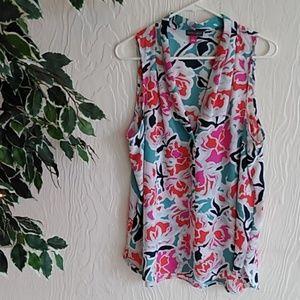 Vince Camuto floral sleeveless v-neck blouse
